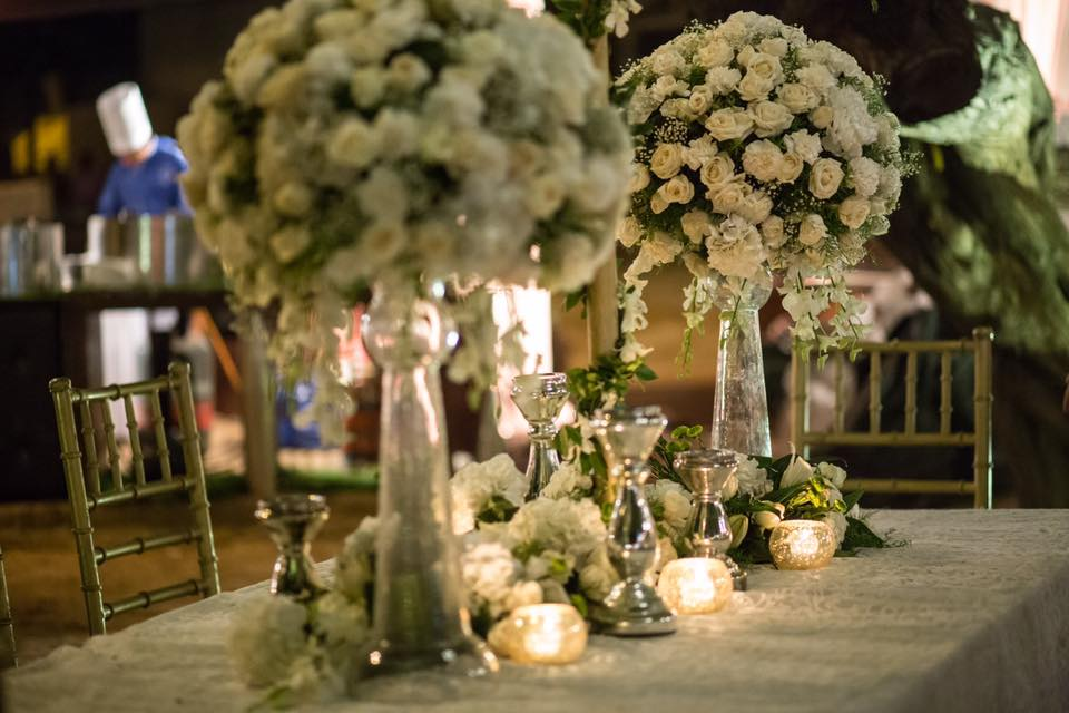 white floral table decoration ideas