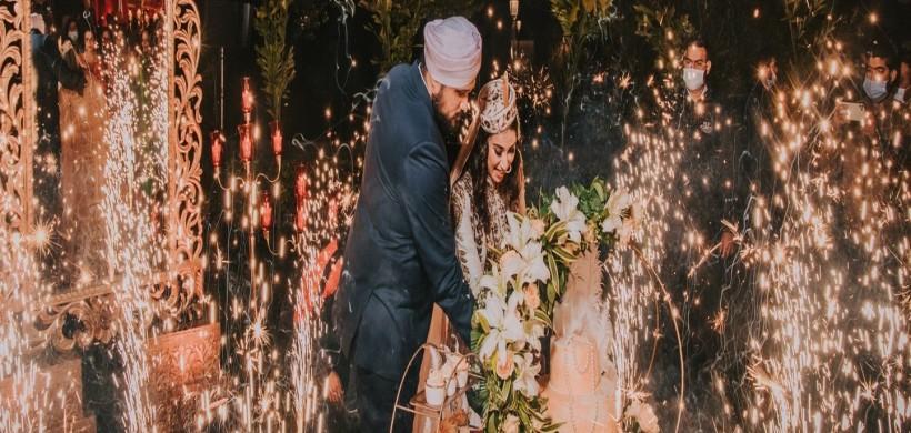 punjabi-couple-cutting-their-wedding-cake