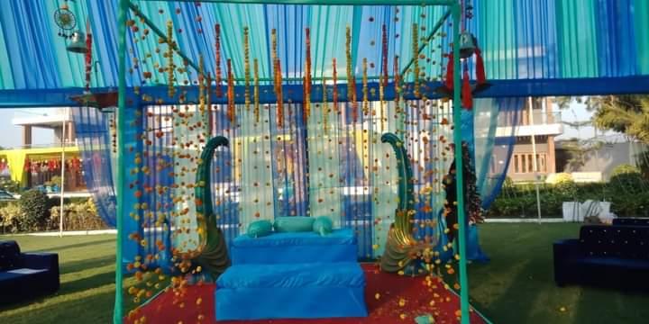 peacock themed wedding decor