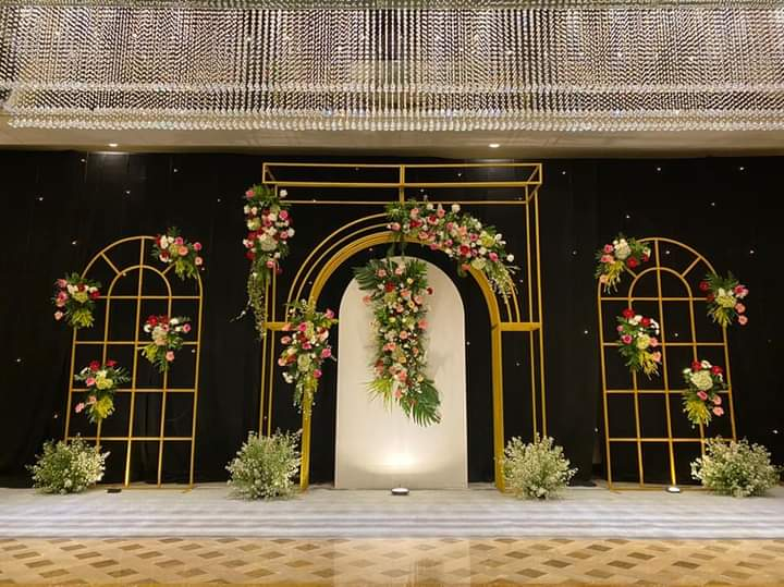 white and roses decor