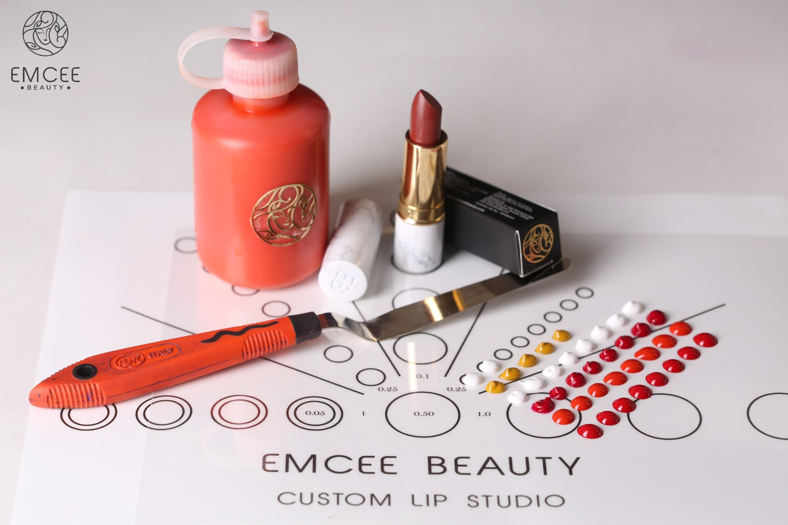 Color Scheme for Customization of a Red Tone Lipstick