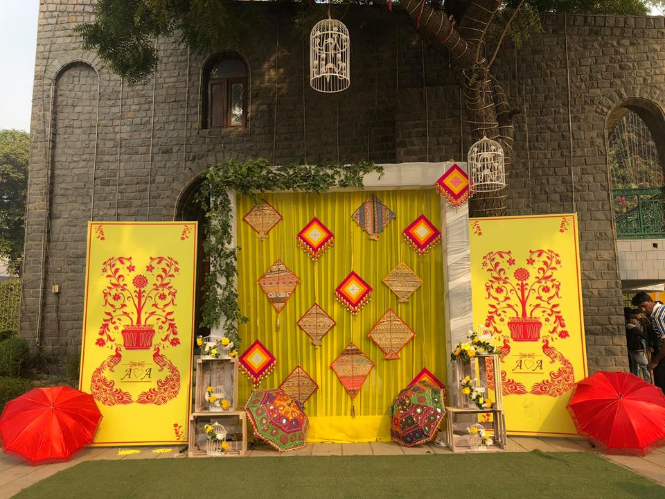 yellow and red pop mix wedding decor design