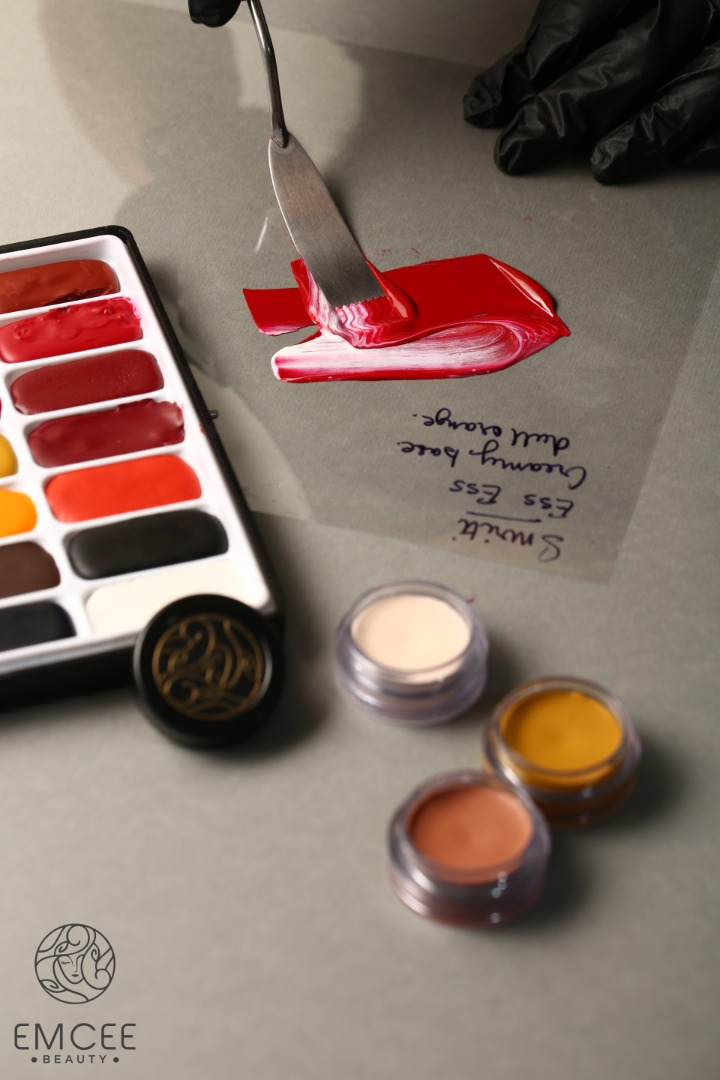 Mixing Colors for Lipstick Customization