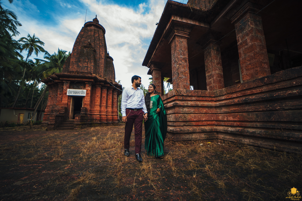 Temple Pre Wedding Photoshoot