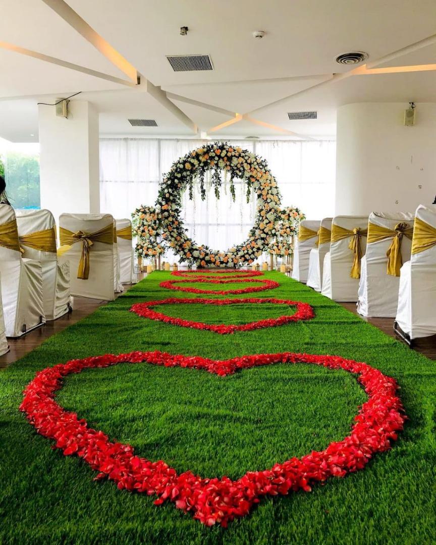 beautiful aisle decor with roses