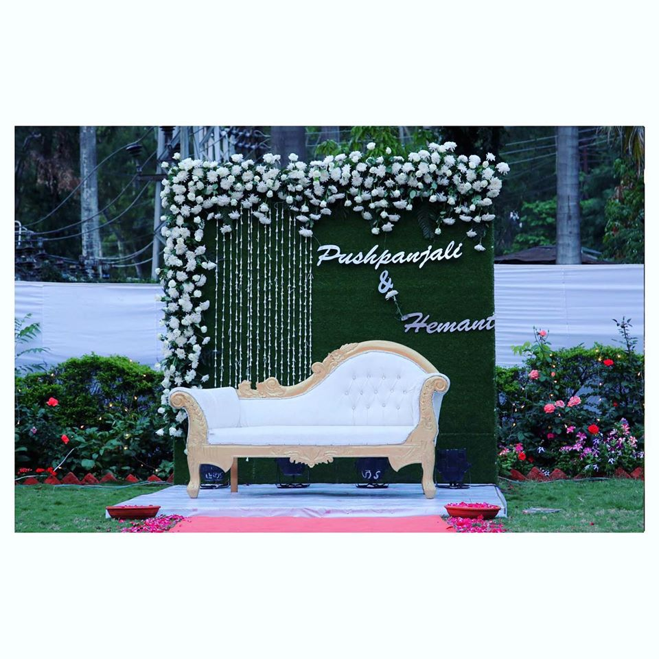 Cocktail Couple Floral Seating Decor
