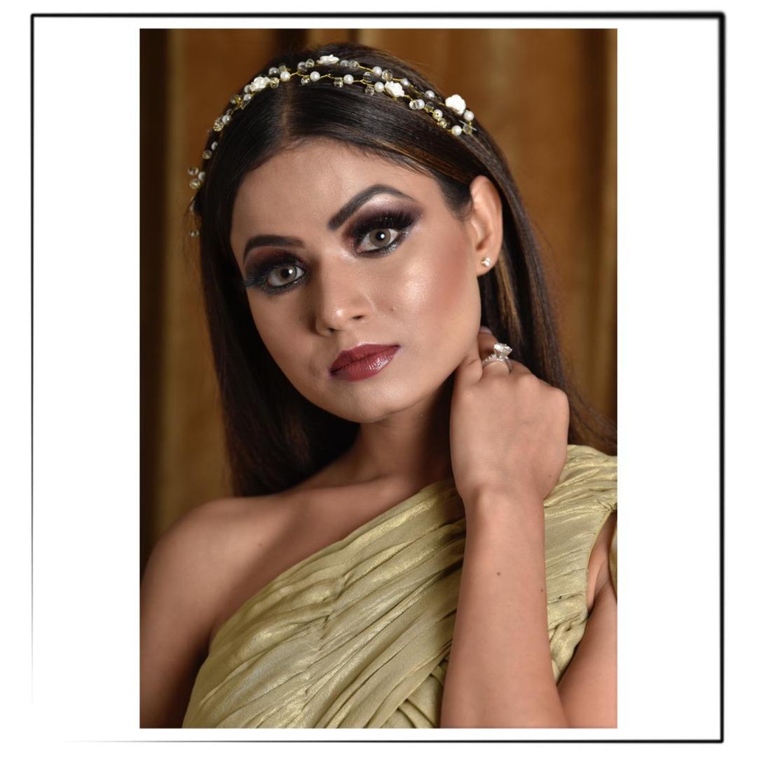 smokey eye makeup with gold lehenga