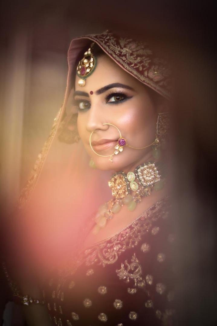 bride in soft nude makeup