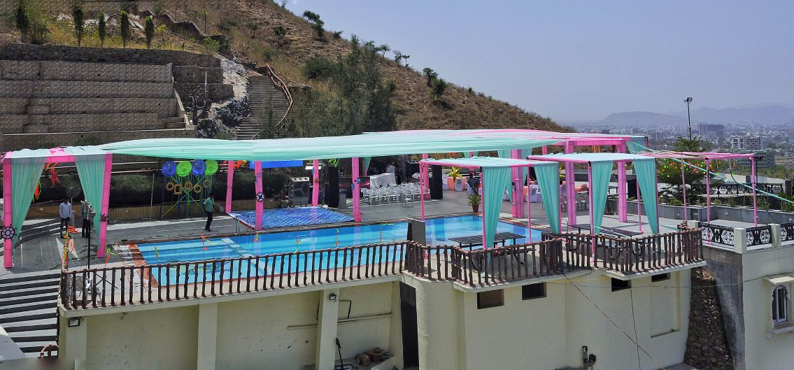 outdoor pool party decor