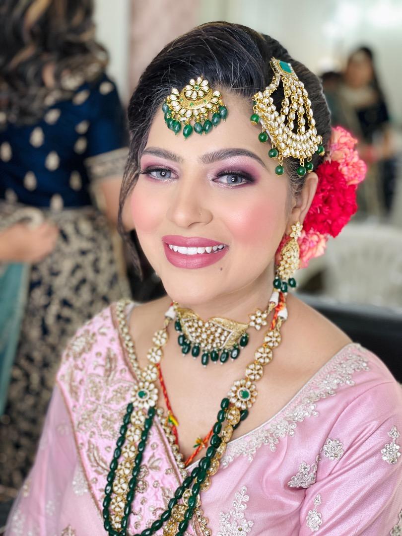 bride in natural pink makeup