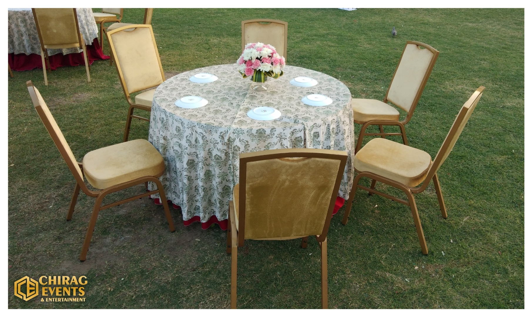 table decoration with flowers and gold accents