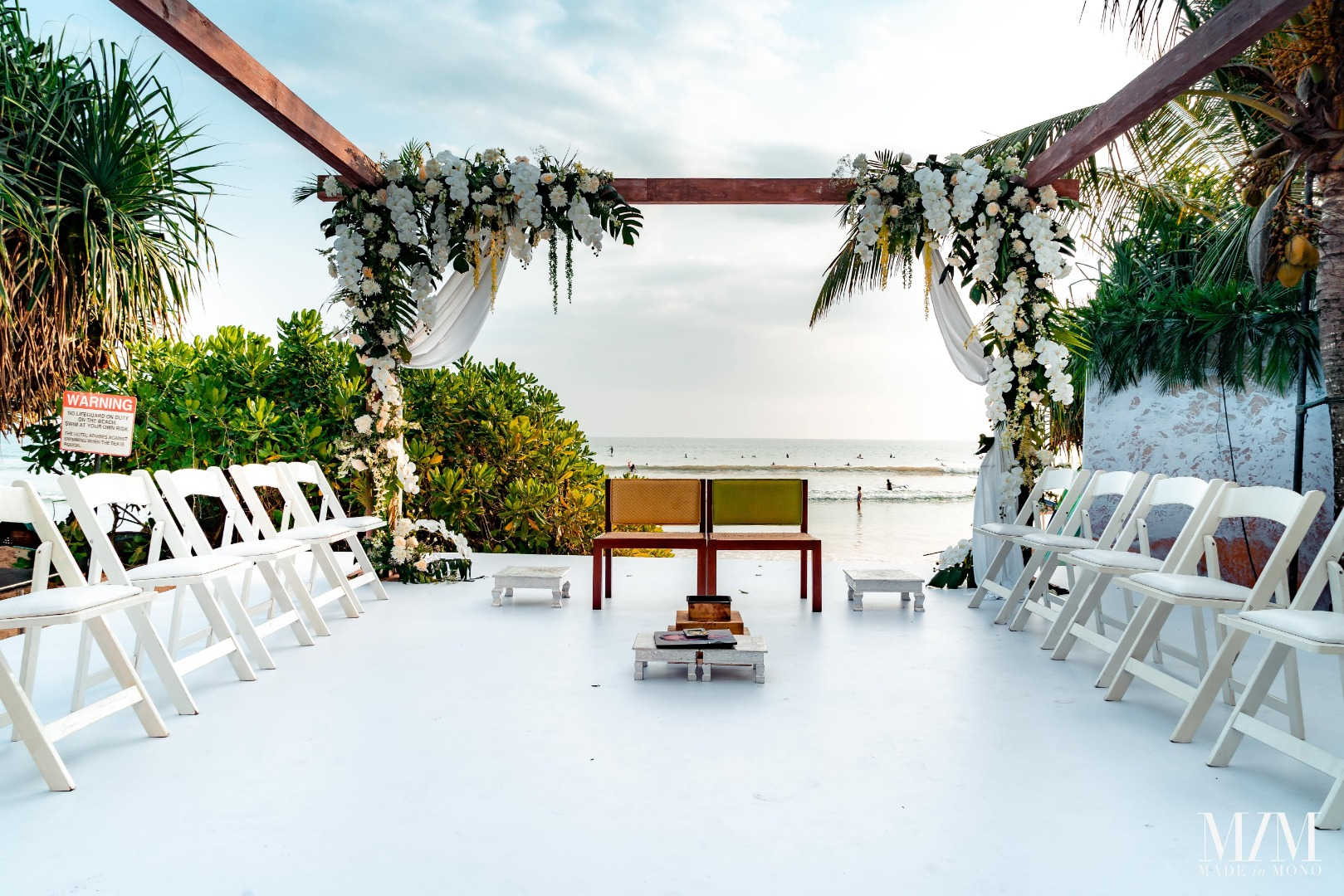 Stunning Decor for Beach Wedding
