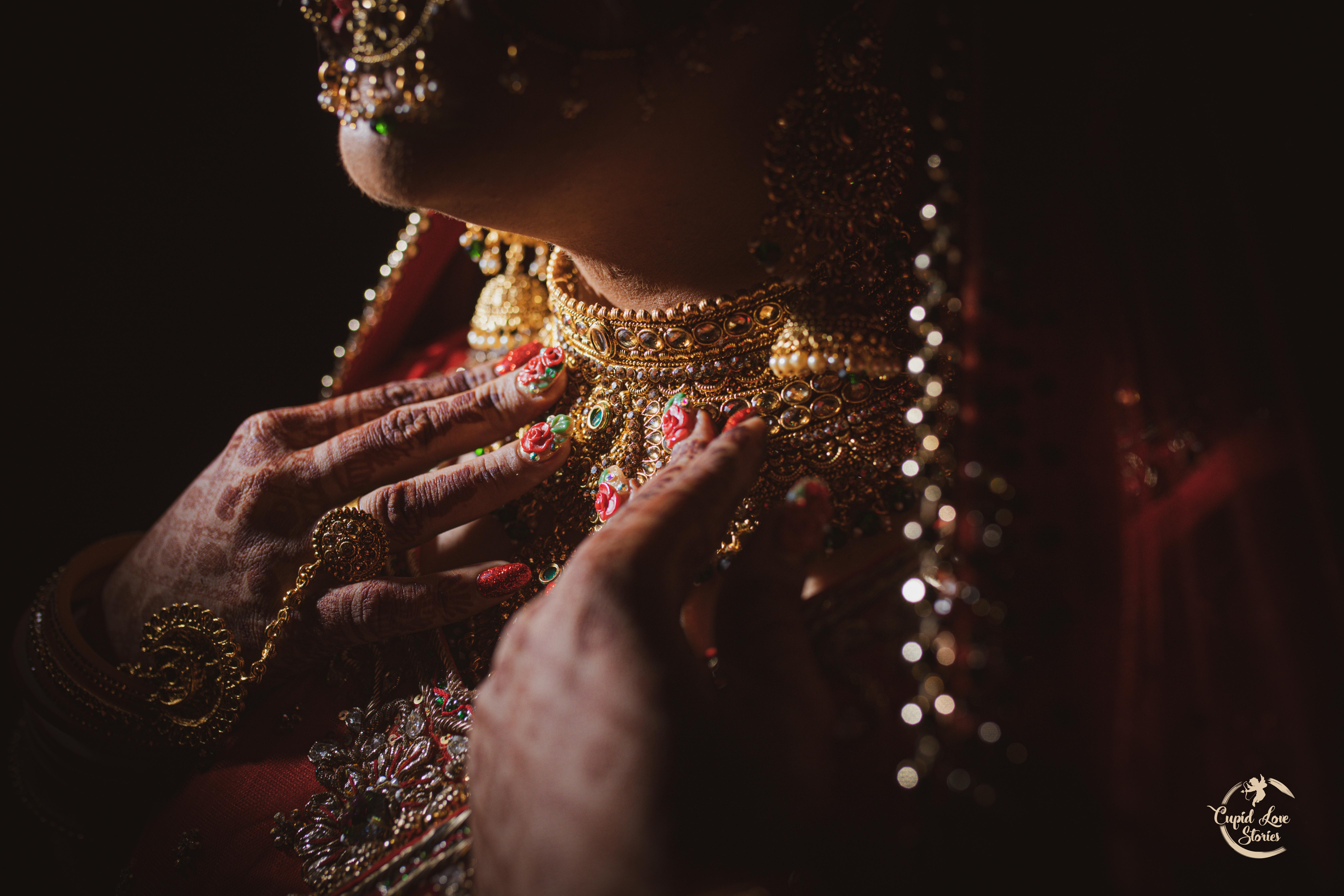 Aesthetic photo of bridal jewelry