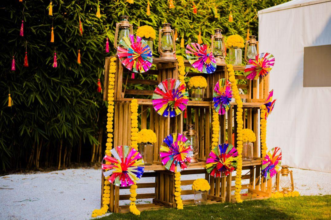 Pinwheels and Marigolds Photobooth Decor Ideas
