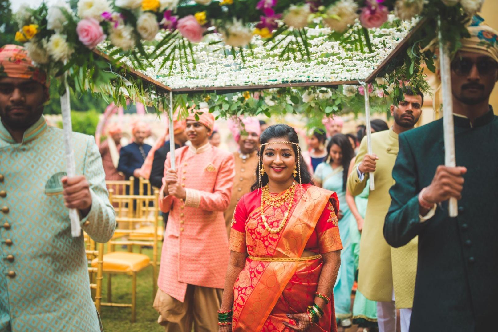 Maharashtrian Bride Entering in Phoolon Ki Chaadar