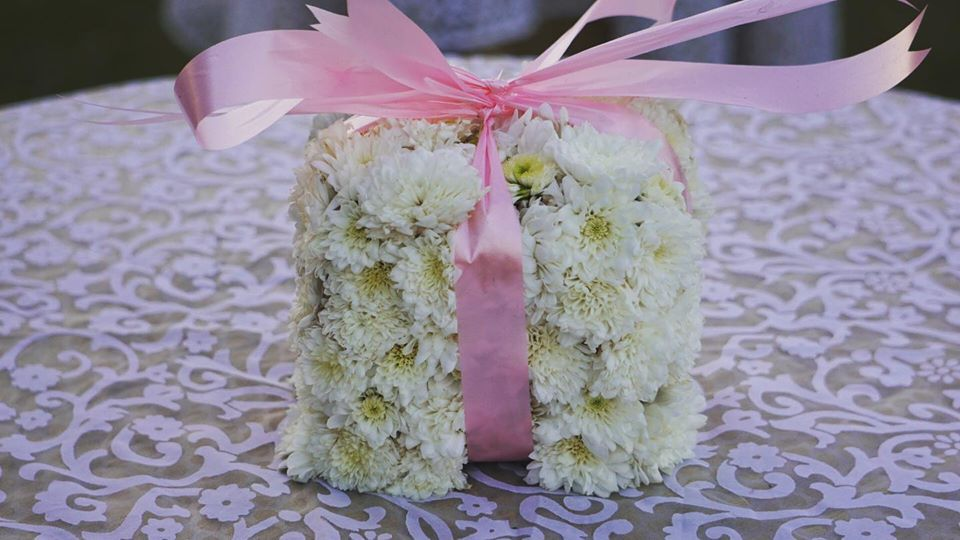 white floral wedding favour