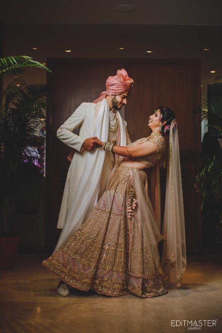 romantic couple pose