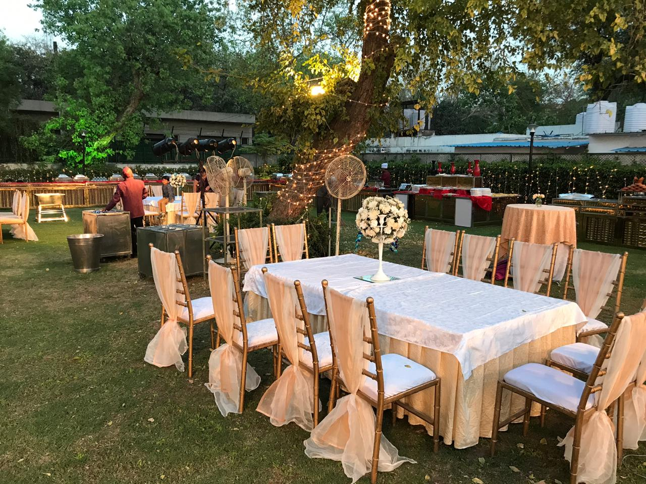 Outdoor Wedding Dinner Table Decoration