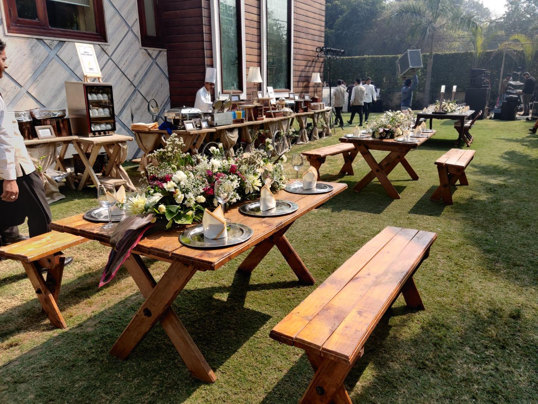 Chill Outdoor Wedding dinner decor