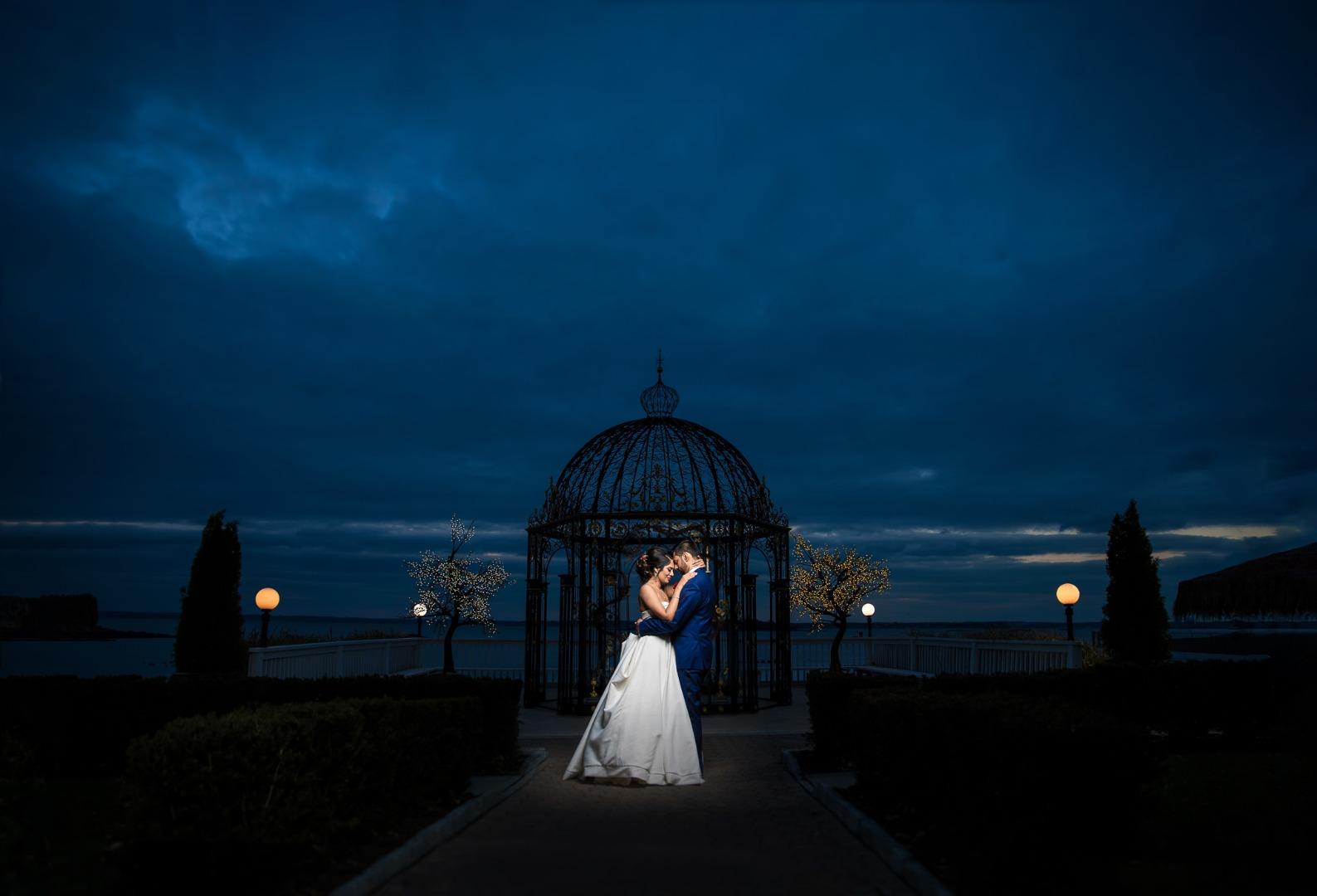 wedding couple poses photography