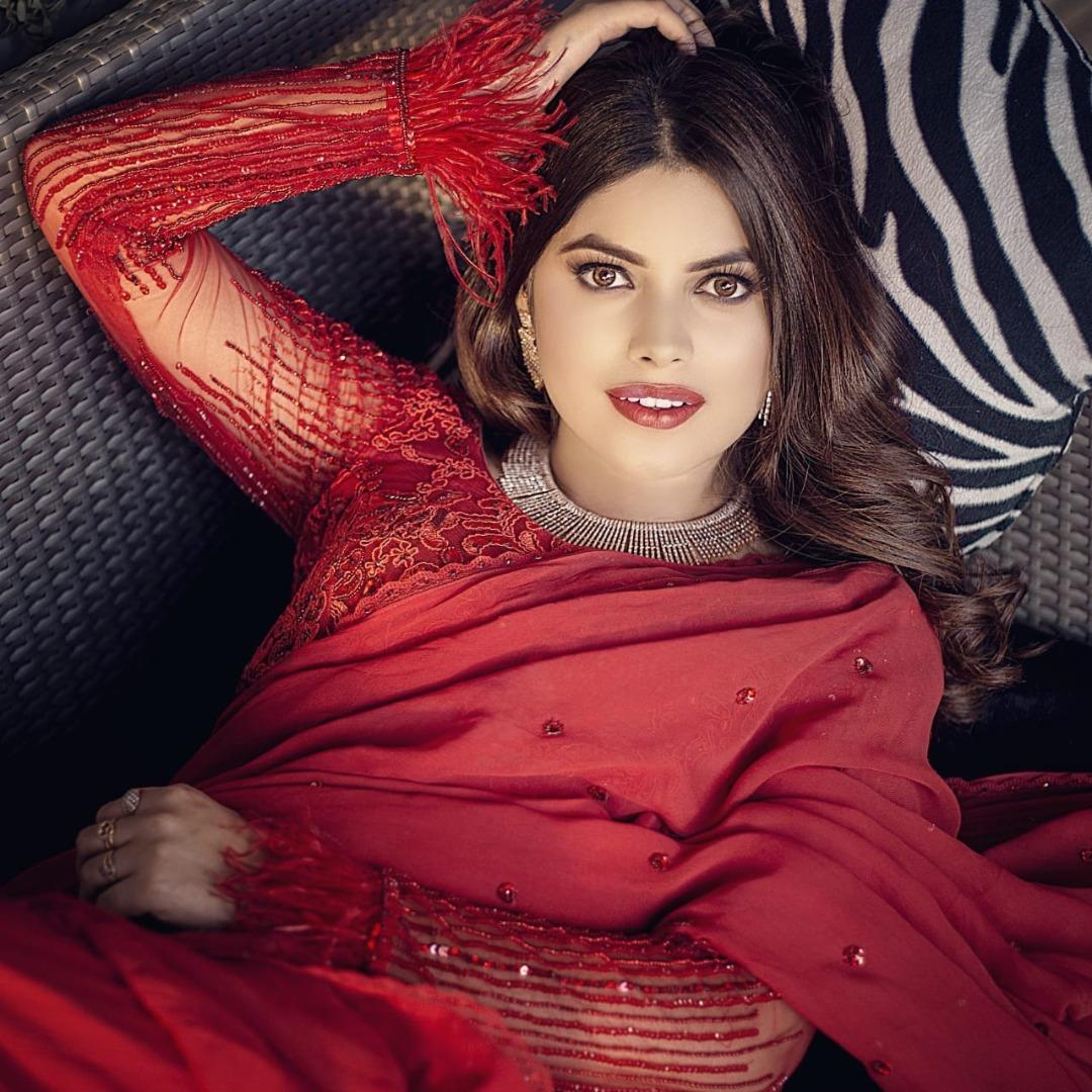 beautiful bride in red saree