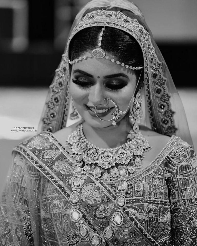 Beautiful Black & White Bridal Solo Portrait Picture