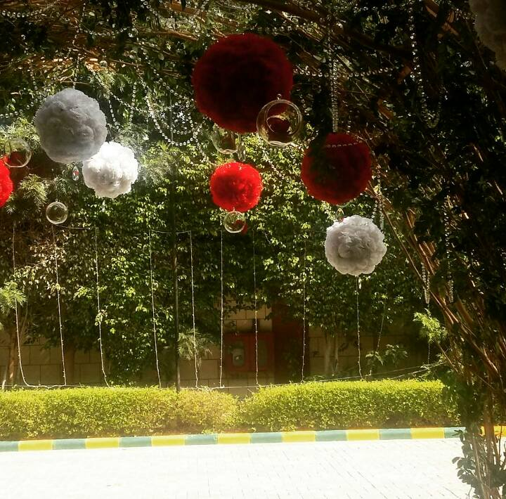 entrance gate decortion idea with artificial flowers