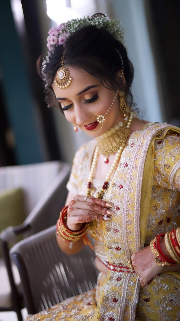 bride in green lehenga for mehendi