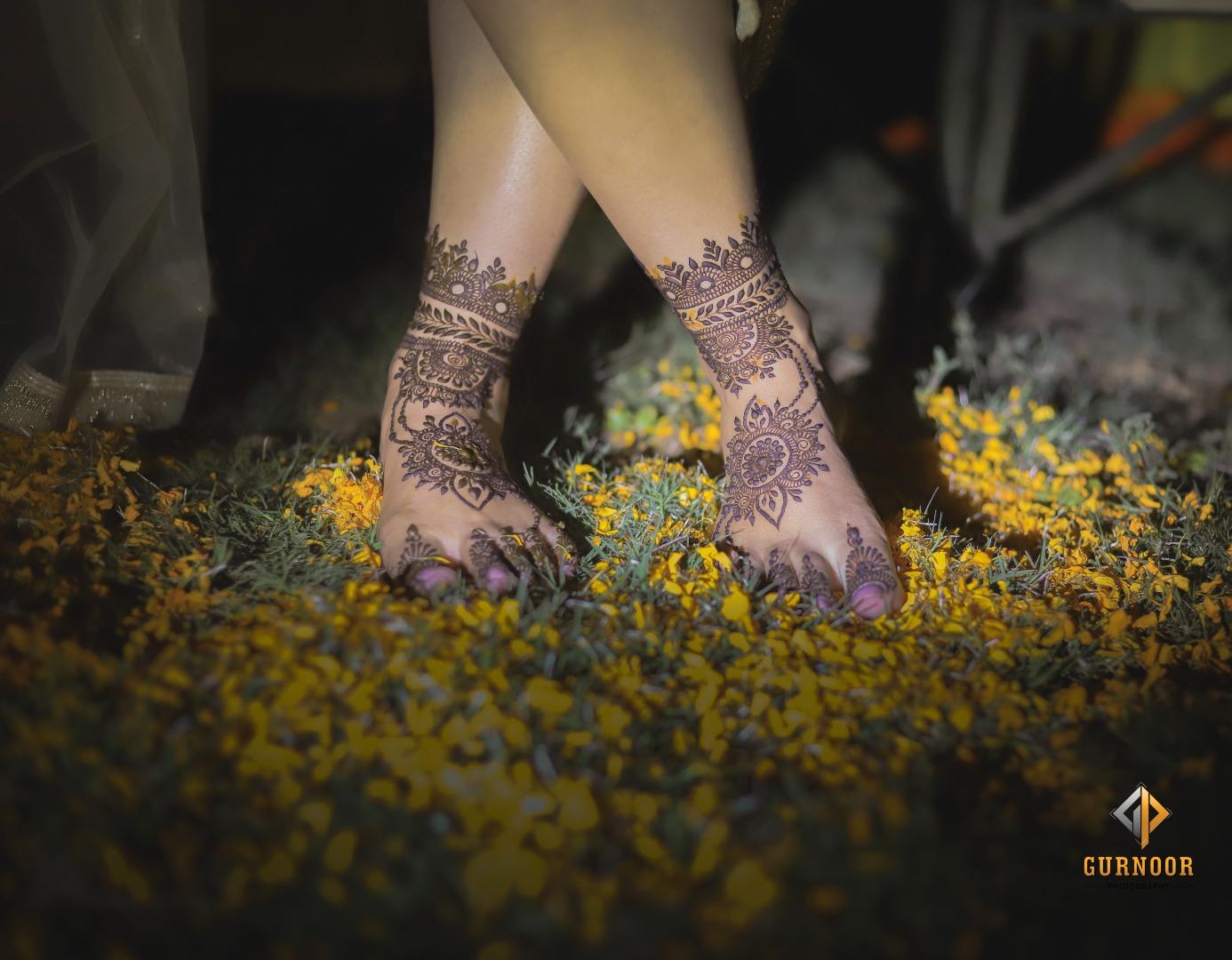 Unique Mehndi Design for Legs