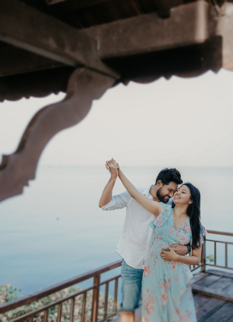 romantic pre wedding shot