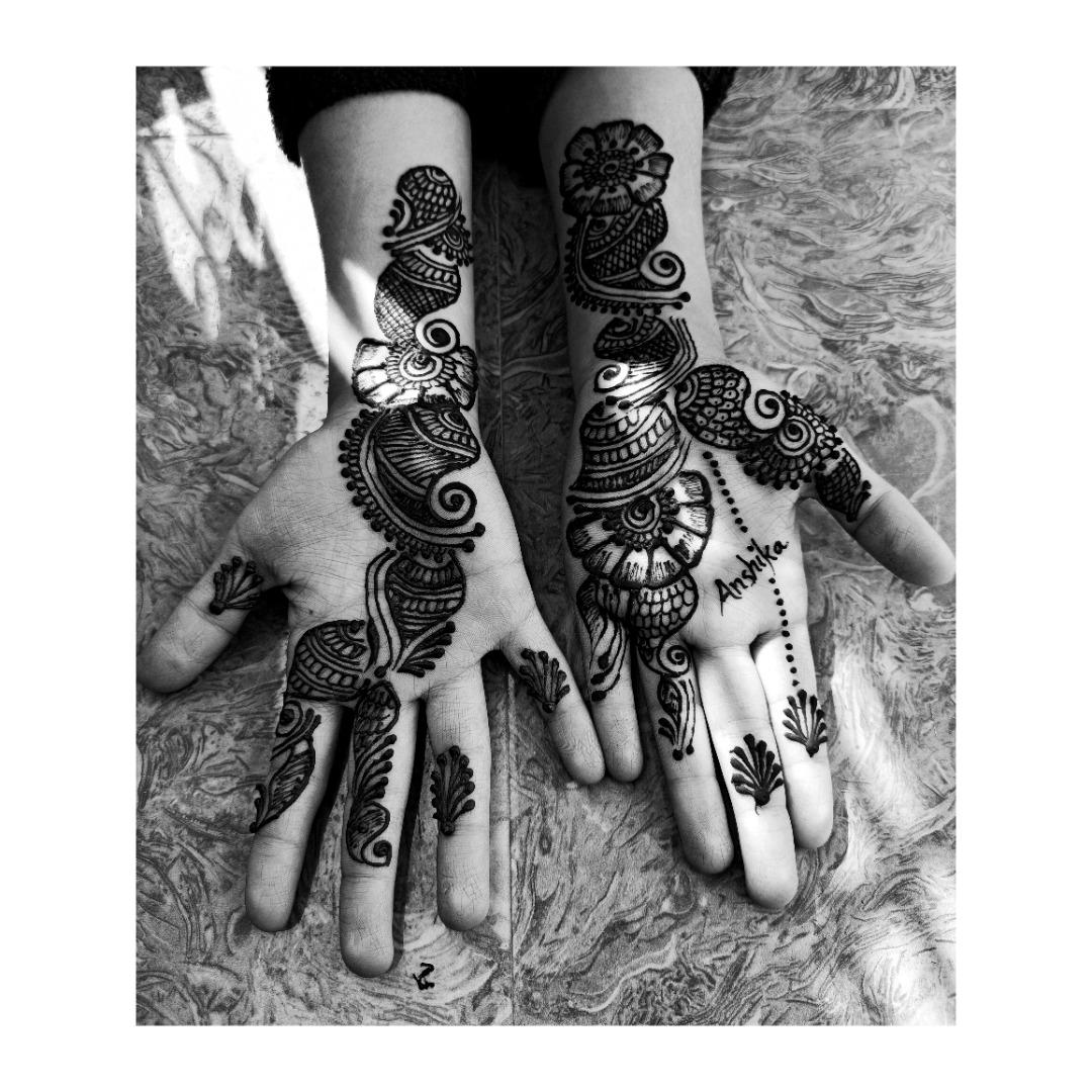 hand mehendi design with name