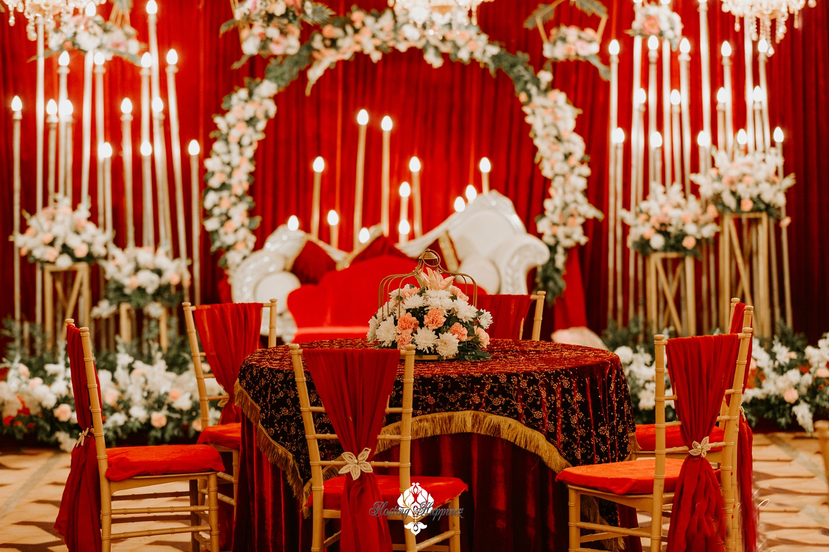 red themed wedding décor
