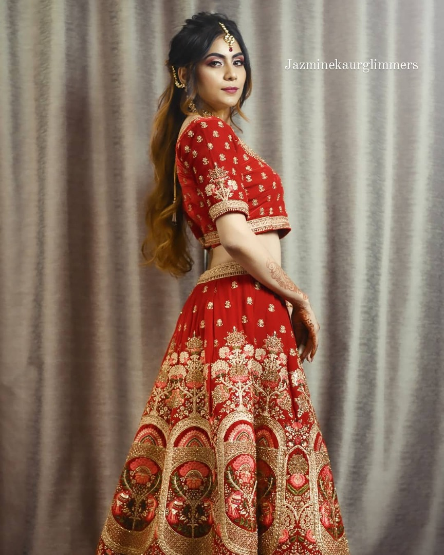 bride in a red lehnga