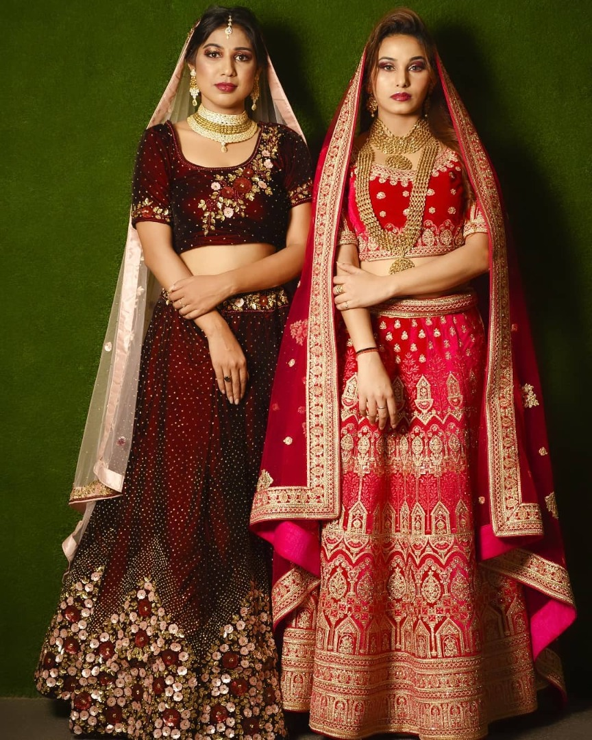 bride pose with her sister
