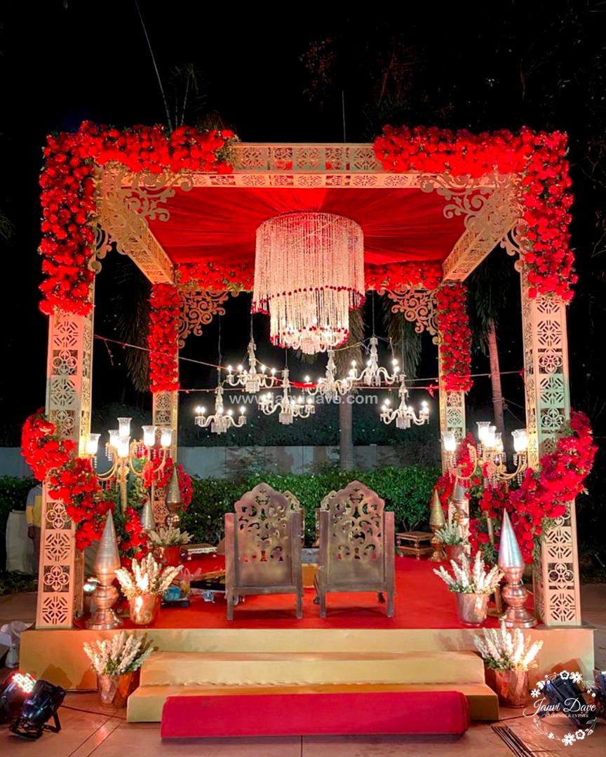 red themed mandap décor