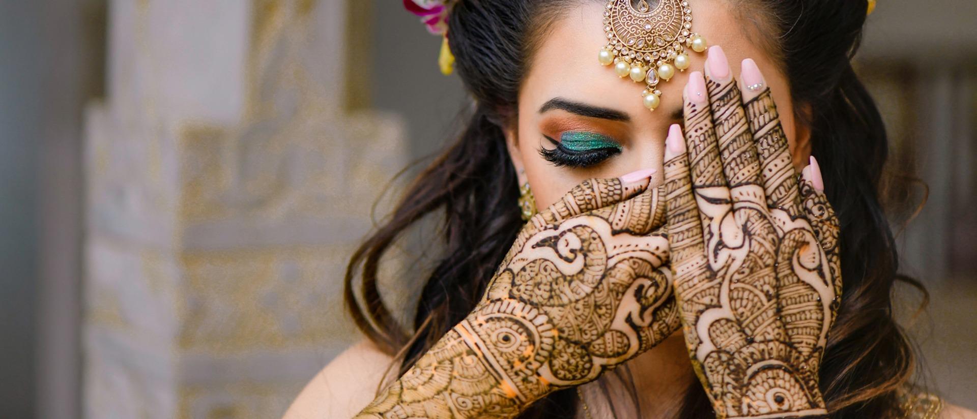bride showing off her back hand mehendi design