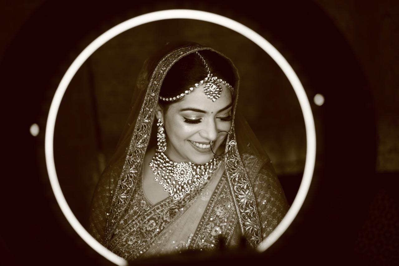 Black & White Smiling Bride Picture with Suble Natural Makeup
