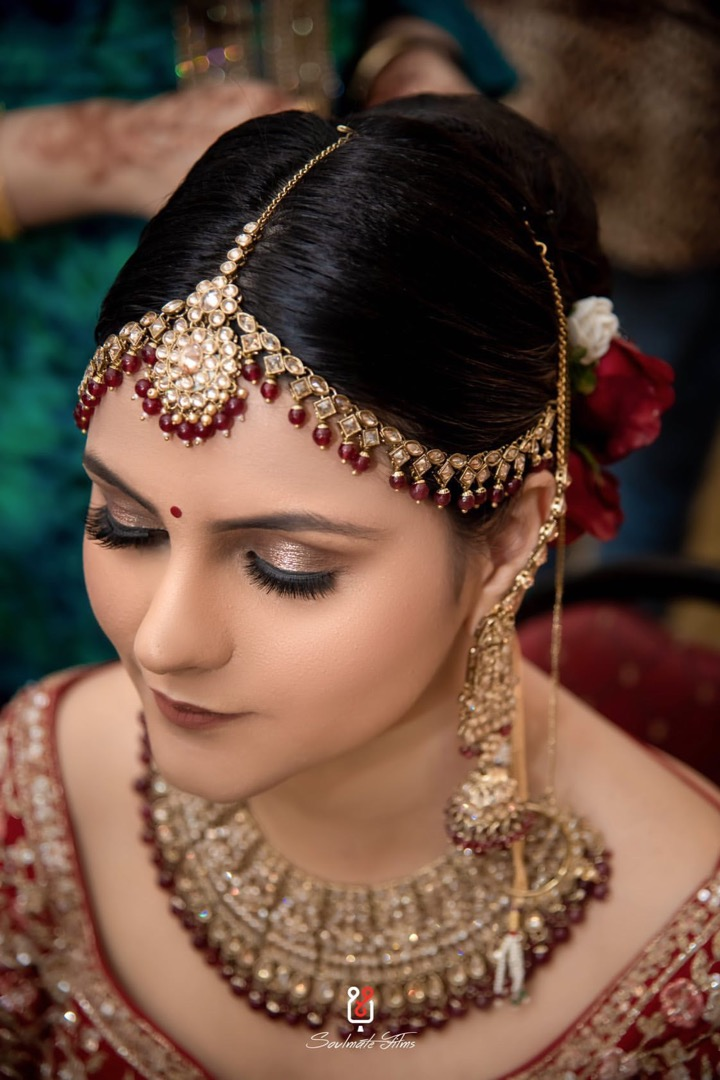 Bride in Red Lips and Glitter Eyes & Hairstyle with Roses