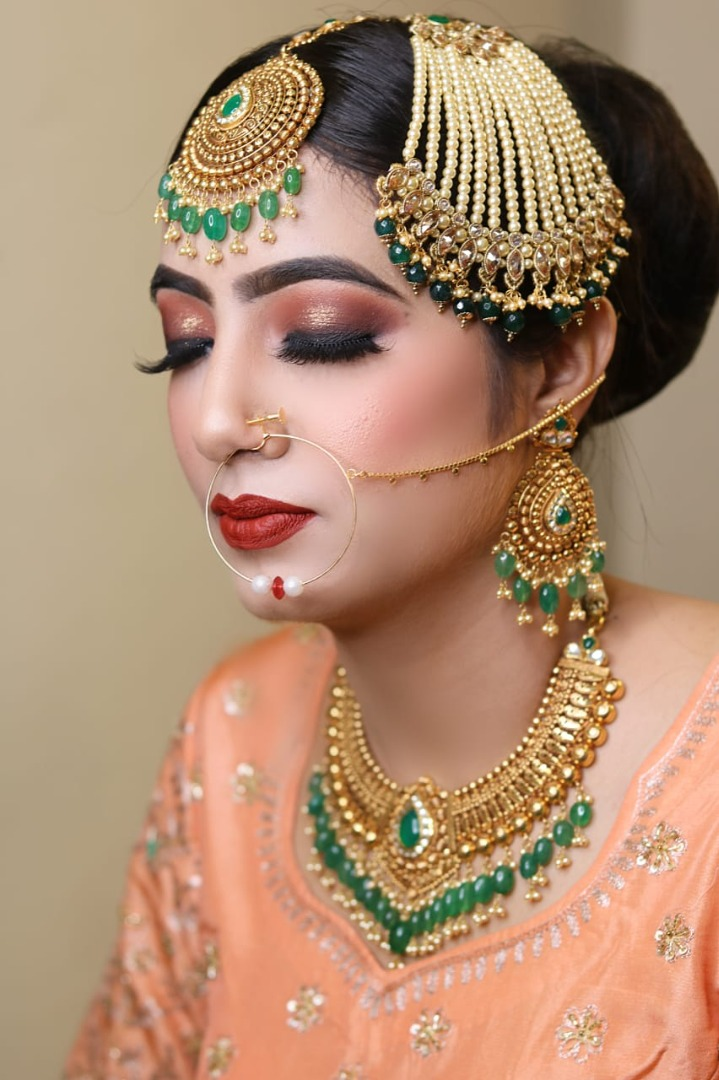 stunning gold eye makeup with bold red lip
