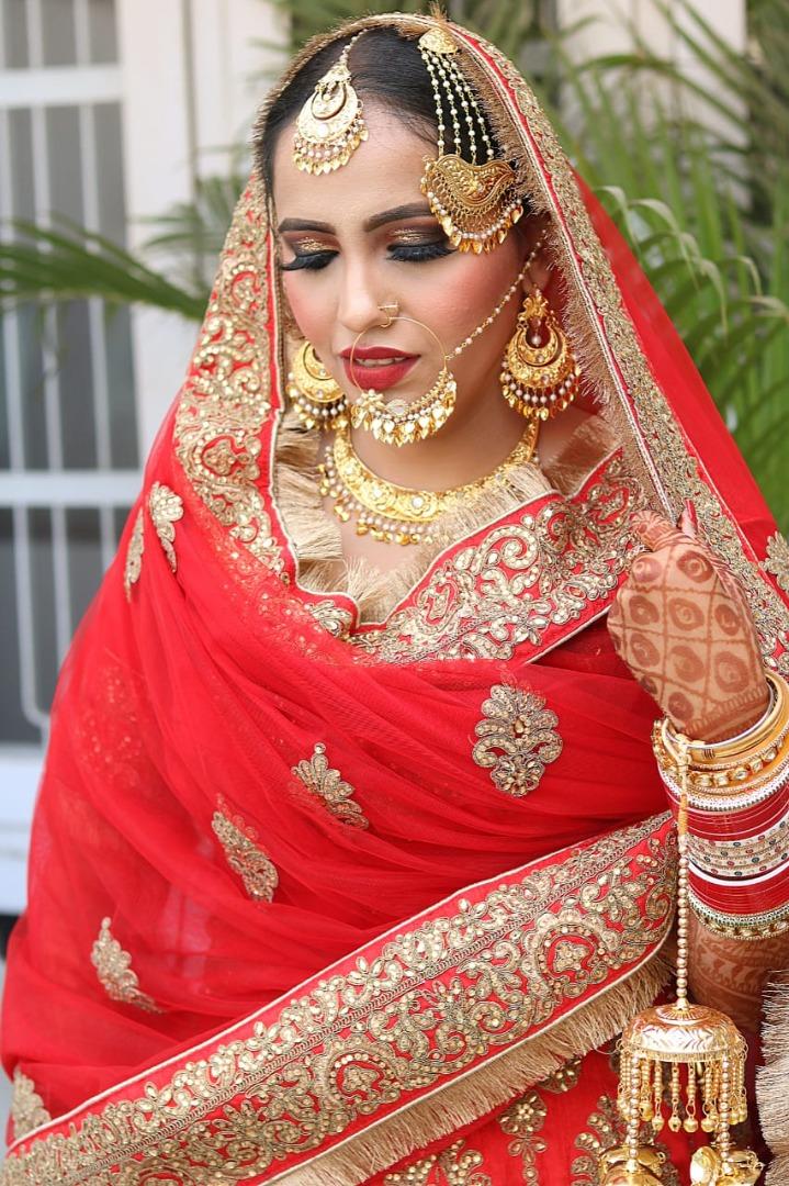 beautiful punjabi bride in red