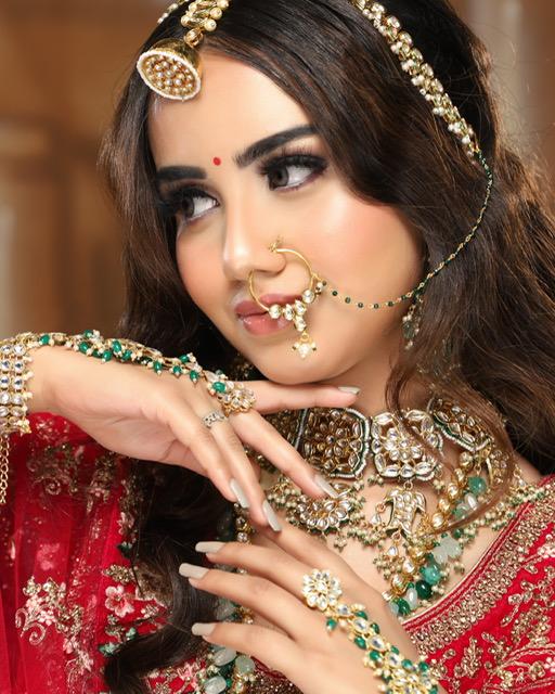 rajasthani bride in dewy bridal makeup