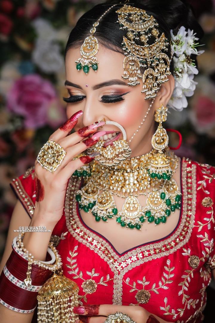 bride in dewy bridal makeup