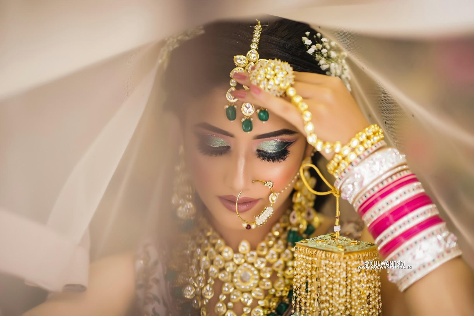 bride in heavy bridal gold jewellery