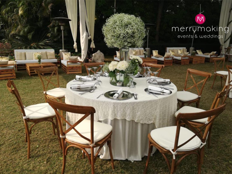 white table décor