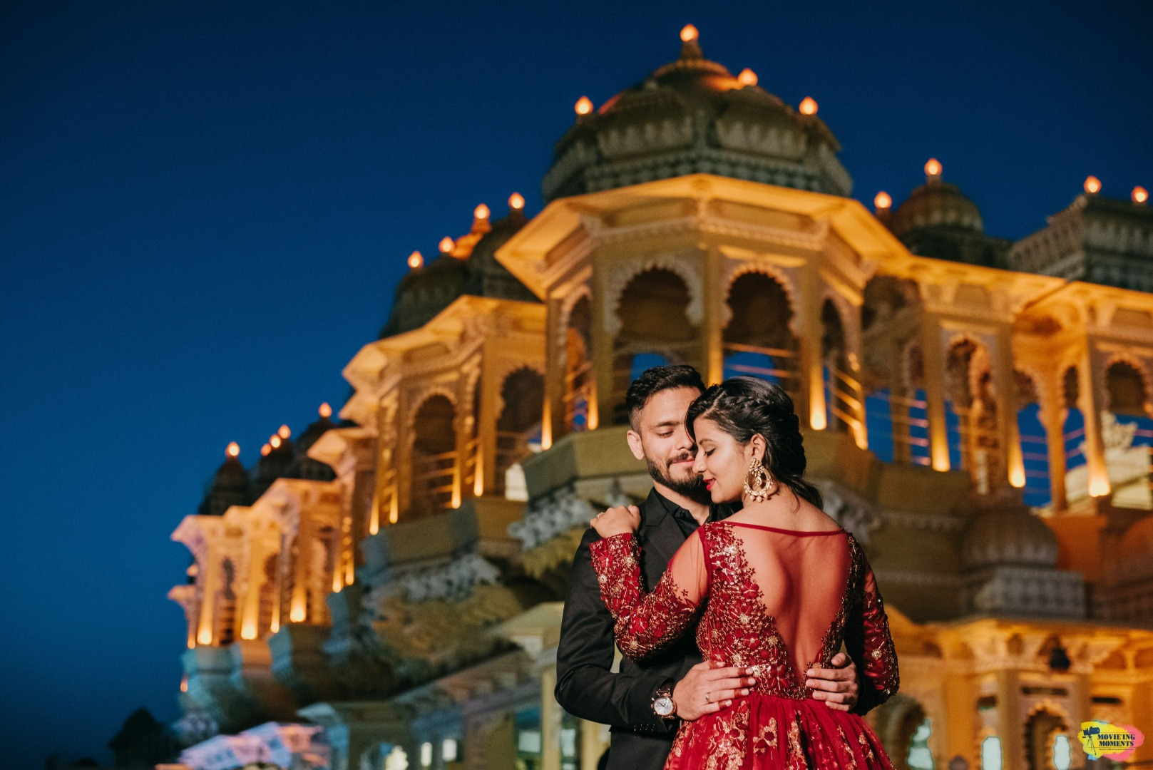 pre wedding shoot in front of a palace