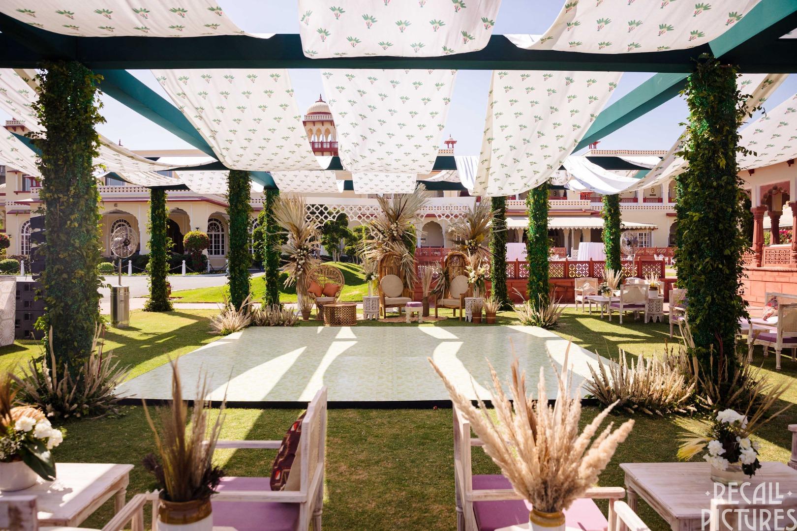 stunning outdoor wedding décor