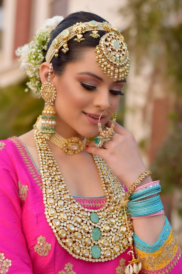 bride with stunning golden jewelry