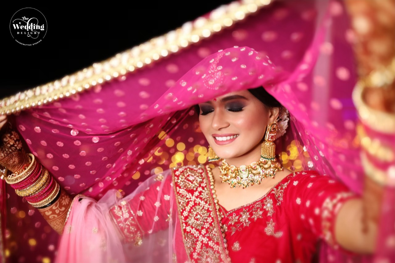 bride posing with her duppatta