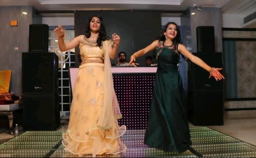 girls dancing on stage