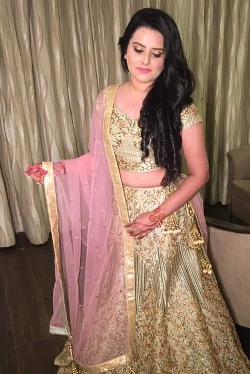 gorgeous bride in red saree